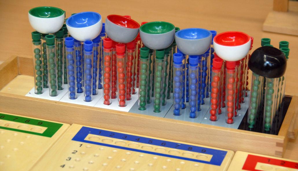 Dyskalkulie: Montessori-Material zur großen Division
